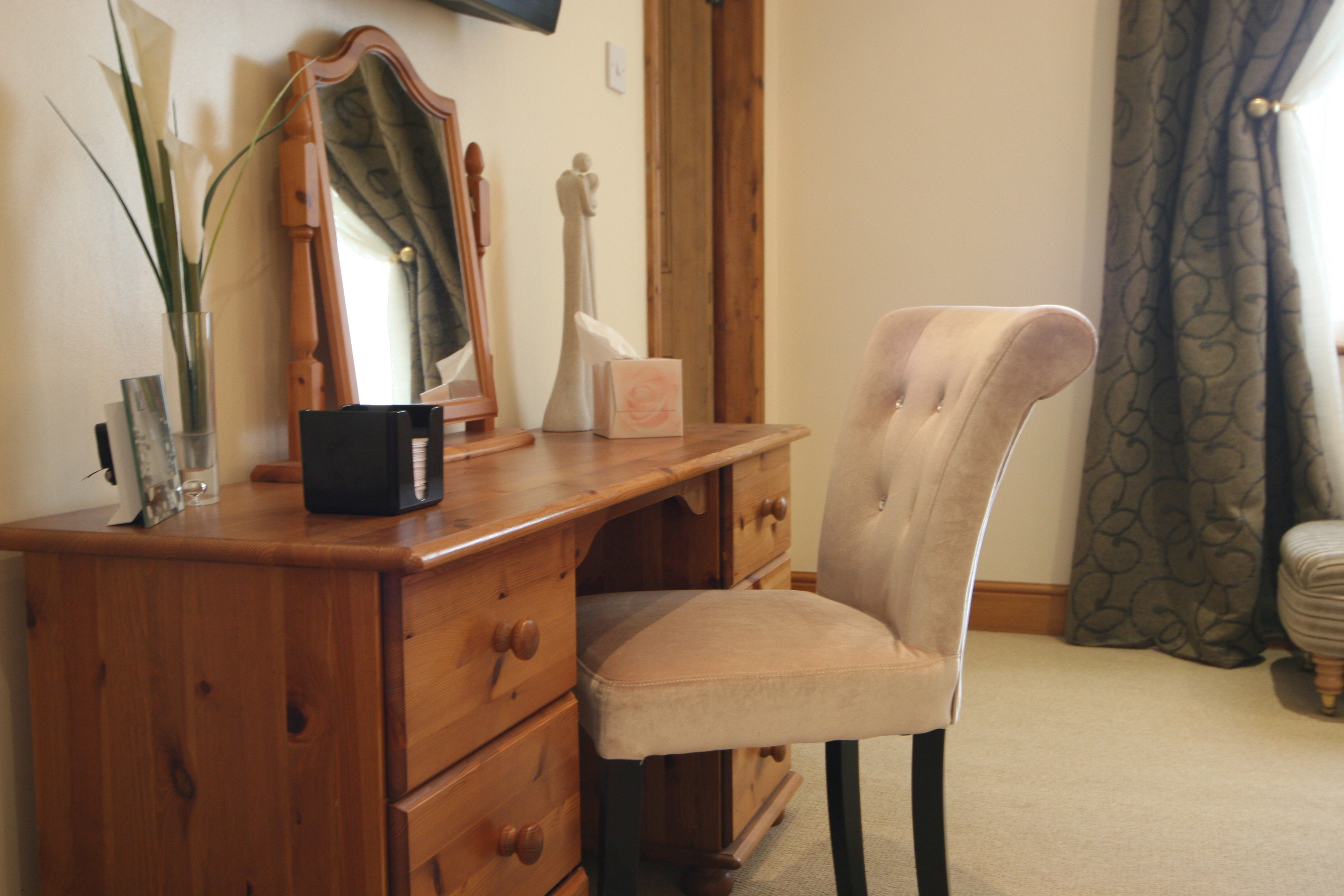 Deluxe Dressing Table